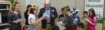La diputada de Educación acompañó a los escolares durante la jocosa representación de la boda de Felipe II