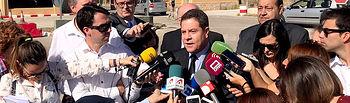 Emiliano García-Page atiende a los medios antes de asistir al funeral del capitán Borja Aybar
