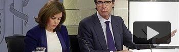 Soraya Sáenz de Santamaría y José Manuel Soria, en la rueda de prensa posterior al Consejo de Ministros (Foto: Pool Moncloa)