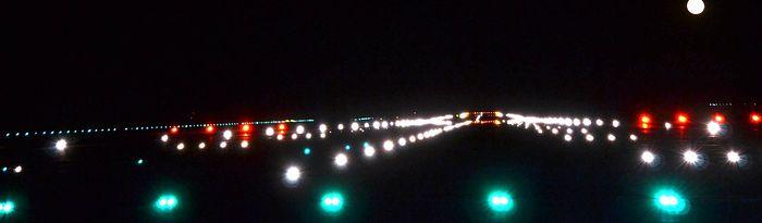 Pista aeropuerto de Ciudad Real. Vista nocturna.