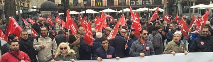 Más de mil personas se manifiestan en CLM contra el encarecimiento de la vida y por la subida de los salarios y de las pensiones. Toledo