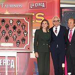 IX Premios Taurinos Samueles. De Iz. a d., María Dolores Cospedal, Manuel Lozano, Samuel Flores y Enrique Ponce.