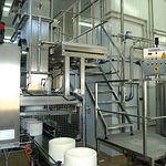 En la fábrica destinada a la producción de los quesos destaca la limpieza, tecnología y buen hacer.