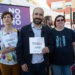 Los distintos partidos políticos informan en el Mercado de Los Invasores en Albacete sobre sus propuestas electorales.