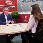 Vicente Aroca, presidente del PP de Albacete, junto a la periodista Carmen García. Foto: Manuel Lozano Garcia / La Cerca