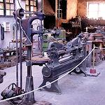 Exposición de herramientas en el edificio de la antigua fábrica de bronces de Riópar.