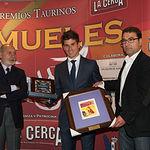 El matador de toros Rubén Pinar recogiendo el Reconocimiento del Jurado de los IX Premios Taurinos Samueles
