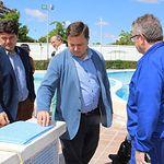 Manuel Serrano visita a las obras de la piscina del Paseo de la Cuba
