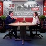Santiago Cabañero, presidente de la Diputación de Albacete, junto a la periodista Carmen García. Foto: Manuel Lozano Garcia / La Cerca