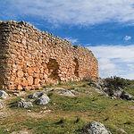 La ruta hacia el Castillo de Rochafrida, en la imagen, es una de las muchas que se pueden realizar por estos parajes.