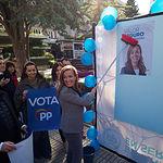 Carmen Navarro, candidata al Congreso por el PP en Albacete, durante la tradicional Pegada de Carteles de las Elecciones Generales del 28A