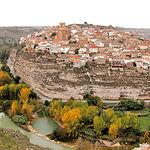 Imagen de la localidad de Jorquera (Albacete), bordeada por el paso del Río Júcar.