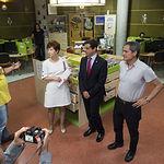 """Visita del alcalde de Albacete, Javier Cuenca, a la Biblioteca Municipal """"Depósitos del Sol""""."""