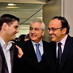 Manuel Lozano García (i), director del proyecto IcCMS, junto al director de LA CERCA (c) y José Manuel Díaz Salazar (d).