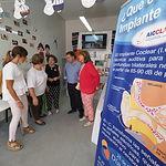 Manuel Serrano visita varias asociaciones sociosanitarias presentes en el Recinto Ferial.