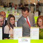Sus Altezas Reales los Príncipes de Asturias durante su visita a España Original 2010, acompañados por el presidente de Castilla-La Mancha, José María Barreda, y la diputada regional Clementina Díez de Baldeón.