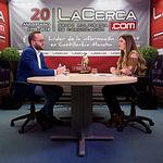 Francisco Valera, candidato al Senado por el PSOE en Albacete, junto a la periodista Carmen García