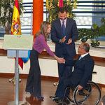 SS.AA.RR. Los Príncipes de Asturias, D. Felipe y Dña. Letizia, junto a Marcelino Escobar, presidente de Cocemfe-Fama, durante la inauguración del Centro de Grandes Discapacidades 'Infanta Leonor' de Albacete.