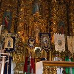 Estandartes en el Altar Mayor