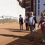 Visita a las obras de adecuación del patio de recreo de infantil del Colegio Reina Sofía de Albacete. Foto: La Cerca - Manuel Lozano Garcia