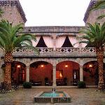El Parador Nacional de Oropesa contiene rincones de gran belleza. En la imagen, uno de los patios interiores.