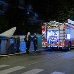 Bomberos apagando un incendio en un contenedor de Albacete