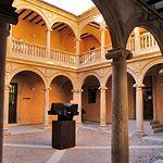 Patio interior de la Casa Grande, sede del ayuntamiento de Almansa.