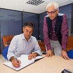Manuel González Ramos, cabeza de lista del PSOE al Congreso de los Diputados por la provincia de Albacete, junto a Manuel Lozano Serna, director del Grupo Multimedia de Comunicación La Cerca.