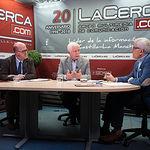 Francisco Pérez del Campo, presidente local de Cruz Roja Albacete; Eloy Ortiz, presidente provincial de Cruz Roja Albacete, y Manuel Lozano, director del Grupo Multimedia de Comunicación La Cerca