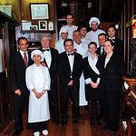 Adolfo ha sabido rodearse de grandes profesionales en su trabajo diario. En la imagen, parte del equipo del restaurante Adolfo de Toledo, con el propietario a la cabeza.