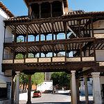 Vista de una de las puertas de entrada a la Plaza Mayor de Tembleque (Toledo).