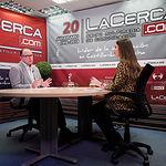 Gerardo Gutiérrez Ardoy, director general del Servicio Público de Empleo Estatal (SEPE), junto a la periodista Carmen García. Foto: Manuel Lozano Garcia / La Cerca