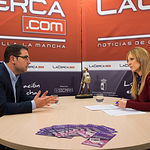 Modesto Belinchón, portavoz del Grupo Socialista en el Ayuntamiento de Albacete, junto a la periodista Miriam Martínez durante una entrevista en La Cerca.TV.