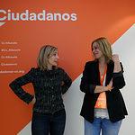 La candidata de Ciudadanos Albacete, María Dolores Arteaga, junto a la portavoz regional, Carmen Picazo, durante el recuento de las votaciones de las Elecciones Generales 10N. Foto: Manuel Lozano Garcia / La Cerca