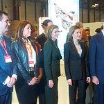 La alcaldesa saluda a los Reyes de España