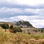 El Santuario de Nuestra Señora de Cortes está situado sobre una colina, a seis kilómetros de la ciudad de Alcaraz..