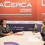Reyes Estévez, consejera de Educación, Cultura y Deportes de la Junta de Comunidades de Castilla-la Mancha, junto a la periodista Miriam Martínez.