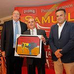 Gabriel Soria, del Servicio Veterinario de la Plaza de Toros de Albacete, recoge el Reconocimiento Especial del Jurado en la Gala de Entrega de los X Premios Taurinos Samueles, pertenecientes a la Feria Taurina de Albacete 2015