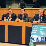 El presidente de Castilla-La Mancha, Emiliano García-Page, participa en el 4º Foro Mundial de la Alimentación 'Los sectores agroalimentarios de la UE como líderes del futuro de la UE' que ha tenido lugar en el Parlamento Europeo en Bruselas. (Foto: JCCM).