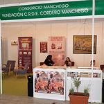 Stand del C.R.D.E. Cordero Manchego en una edición de Expovicaman celebrada en Albacete.