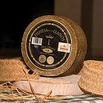 El auténtico queso manchego está protegido bajo el paraguas del Consejo Regulador de la D.O. Queso Manchego.