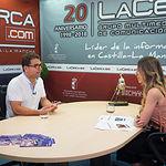 Modesto Belinchón, portavoz del Grupo Municipal PSOE en el Ayuntamiento de Albacete, junto a la periodista Miriam Martínez