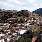 Preciosa vista del pueblo de Salobre, de variada y abundante vegetación.