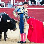 Pedro Jesús Merín en su primer toro con la muleta.