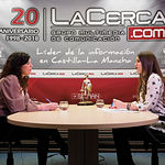 Josefina Navarrete, vicepresidenta de las Cortes de Castilla-La Mancha, junto a la periodista Carmen García. Foto: Manuel Lozano García / La Cerca