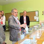 Anselmo Borobia, candidato elecciones europeas votando. 26M.