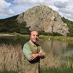 """Samuel Flores en su finca """"El Palomar"""", en Povedilla (Albacete)."""