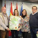 La concejala del ayuntamiento de Albacete, Rosa González de la Aleja (2ª Izq), junto a responsables de la Feria de Agricultura Biodinámica durante su presentación el pasado día 26 de abril.