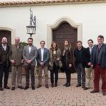 De izquierda a derecha: Javier Arellano, director gerente de Círculo Fortuny; Gonzalo Pardo, director general de T.ba; Alejandro Aranzábal, consejero delegado de AYA-Aguirre y Aranzábal; Bela Avellán, director general de AYA-Aguirre y Aranzábal; Xandra Falcó, directora general de Marqués de Griñón Famili States y  miembro de la Comisión de Comunicación de Círculo Fortuny, Mercedes López de Carrizosa, fundadora y directora creativa de T.ba; Julián Illán, director general de Dehesa de Los Llanos; Íñigo Usobia