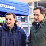 Paco Núñez y Manuel Serrano en la carpa informativa del Partido Popular en Albacete.